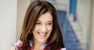Βικτόρια Χίσλοπ: Ελληνίδα πολιτογραφήθηκε η συγγραφέας του μπεστ-σέλερ «Το Νησί»