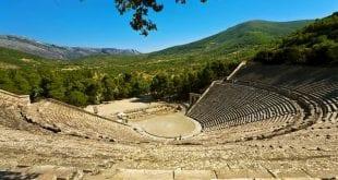 Θέατρο: Γερή πρεμιέρα και sold out παραστάσεις