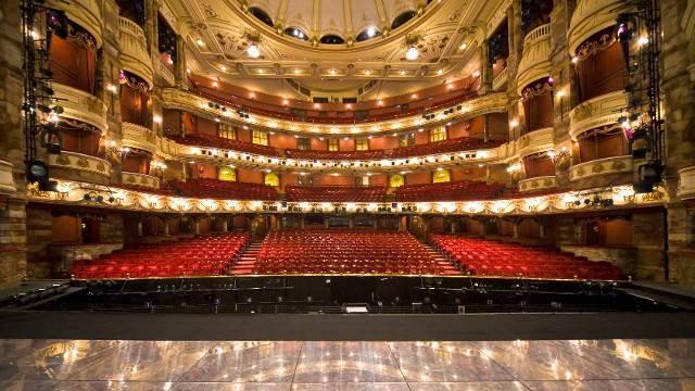 Guardian: Στα πρόθυρα κατάρρευσης τα θέατρα στη Βρετανία