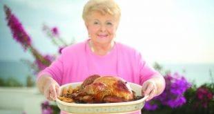 Εκπομπές μαγειρικής: Το «ταπεινό» κοτόπουλο στο φούρνο με πατάτες είναι καιρός να επιστρέψει!