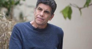 Γιάννης Μπέζος: «Αινιγματικές παραλλαγές» στο θέατρο και νέα σειρά στη τηλεόραση