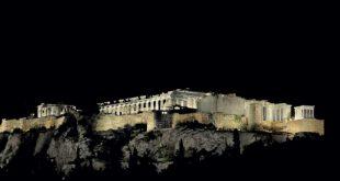 Ο Ναός της Παλλάδας Αθηνάς. Παρθενώνας, ντύθηκε με λευκό χρώμα.