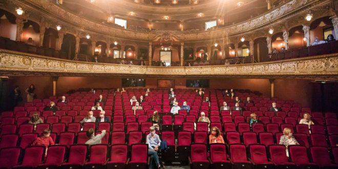 ΝΑΙ στα θέατρα: Παρέμβαση από Έλληνα καθηγητή της Σορβόννης