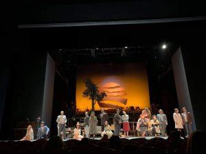 Σκηνή από την πρεμιέρα της παράστασης Τρίτο Στεφάνι στο Παλλάς