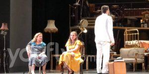 Φωτογραφία από την παράσταση στο θέατρο Παλλάς