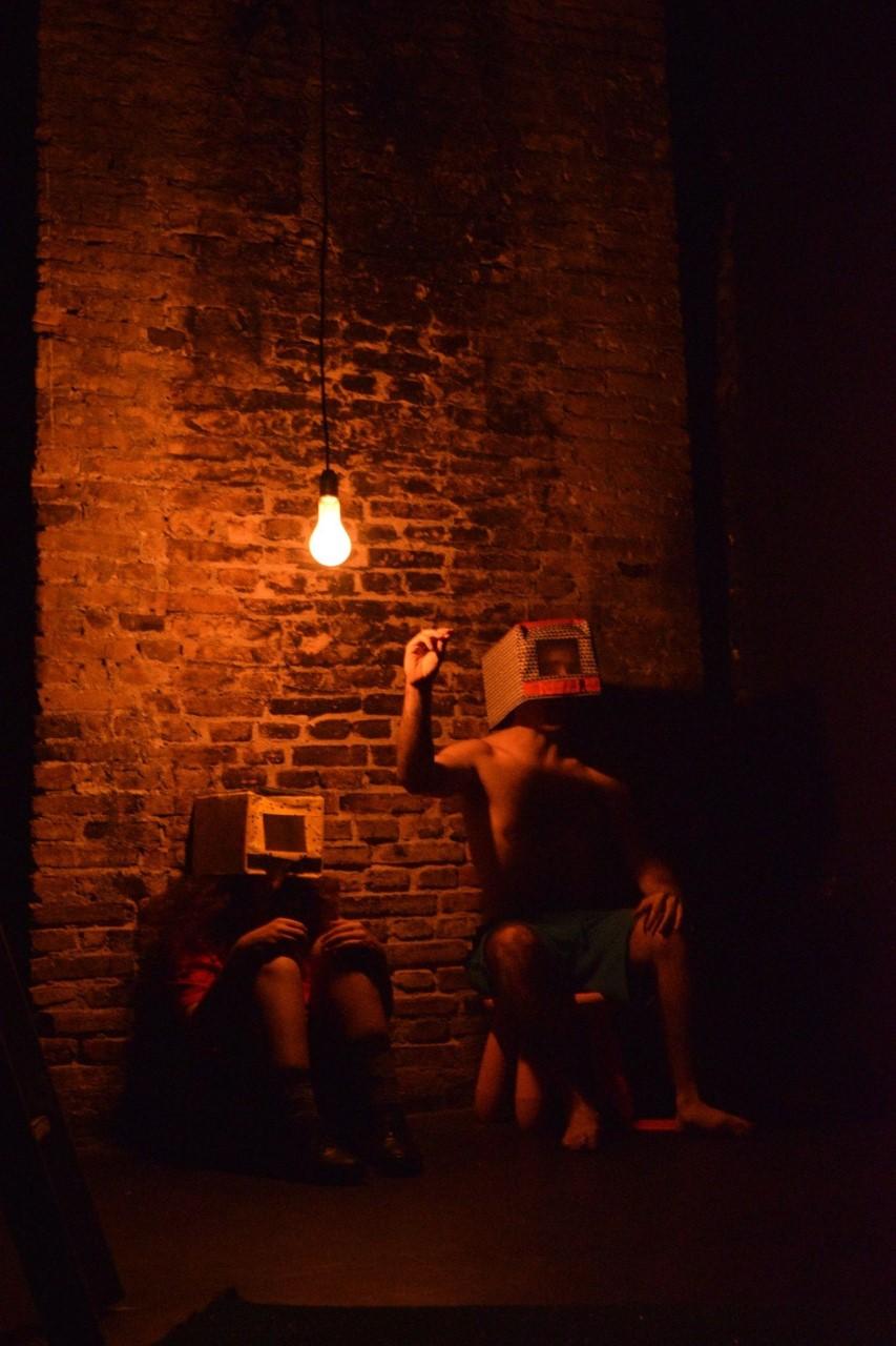 Σκηνή στο σκοτάδι