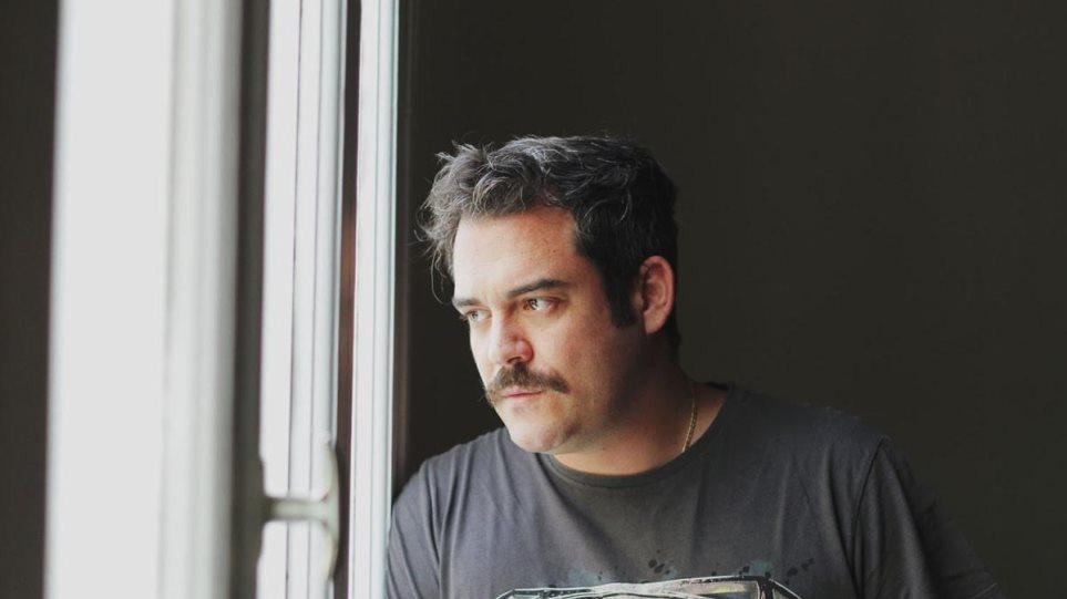 Αινιγματικές Παραλλαγές: Μπέζος Δαδακαρίδης στο Εμπορικόν