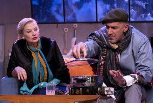 η κρίτα και ο λεμπεσόπουλος στην παράσταση ξυπόλυτοι στο πάρκο