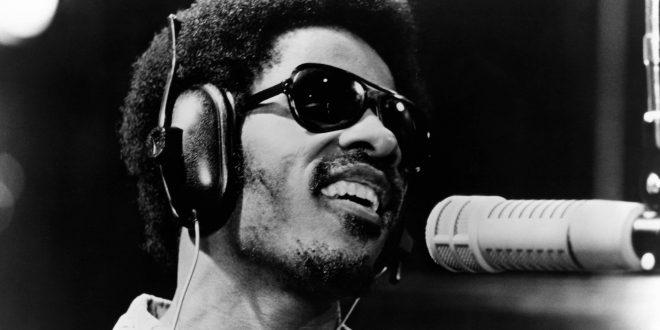 Δύο νέα τραγούδια από τον Stevie Wonder και την MINOS EMI