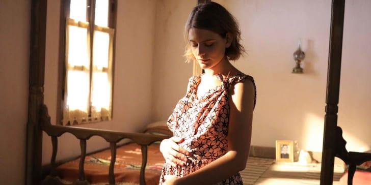 Άγριες Μέλισσες: Η εγκυμοσύνη που ανάβει φωτιές στο Διαφάνι
