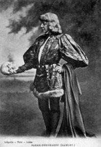 Hamlet Retelling από την Gillian Flynn, ένα διαφορετικό βιβλίο