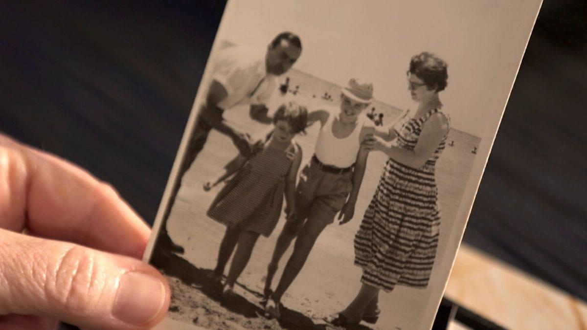 Παύλος Σιδηρόπουλος αφιέρωμα Προσωπικά - Στη φωτογραφια Παυλος Σιδηροπουλος, γονεις του και αδελφη του