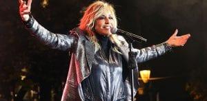 Φωτογραφία από συναυλία από δημοφιλή τραγουδίστρια
