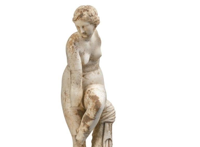 Εικόνα από άγαλμα γυναίκας