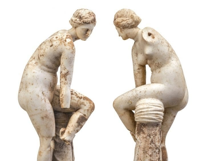 Εικόνα από αγάλματα γυναικών
