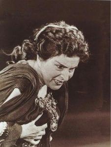 Σκηνή από αρχαία τραγωδία της ηθοποιού