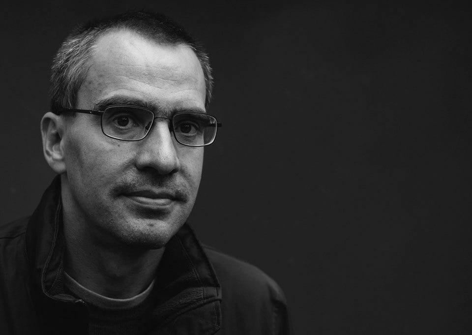 Μυθιστόρημα Μισθοφόροι του χρήματος εκδόσεις Καστανιώτη - στη φωτογραφια ο συγγραφεας Πετερ Μπεκ