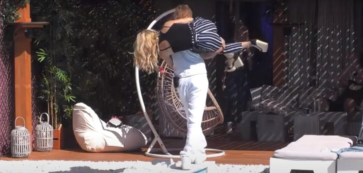 Πυργίδης σηκώνει την Άννα Μαρία για να την πετάξει στην πισίνα - ριάλιτι στον ΣΚΑΙ