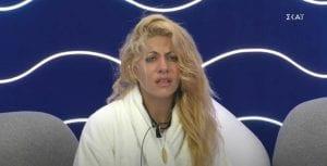 παίκτρια σε ριάλιτι - Άννα Μαρία στο δωμάτιο επικοινωνίας κλαίει
