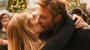 holidate χριστουγεννιάτικες ταινίες για όσους περάσουν τις γιορτές μόνοι - απόσπασμα ταινίας με φιλί