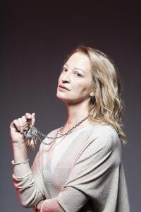Η ηθοποιός Λουκία Πιστιόλα σε φωτογραφία για τις ανάγκες μια σειράς