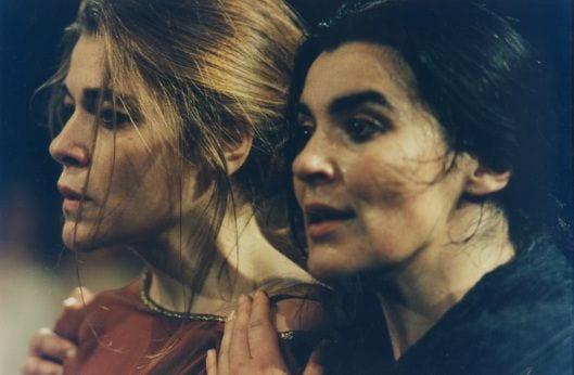 Δύο γυναίκες σε αρχαία τραγωδία