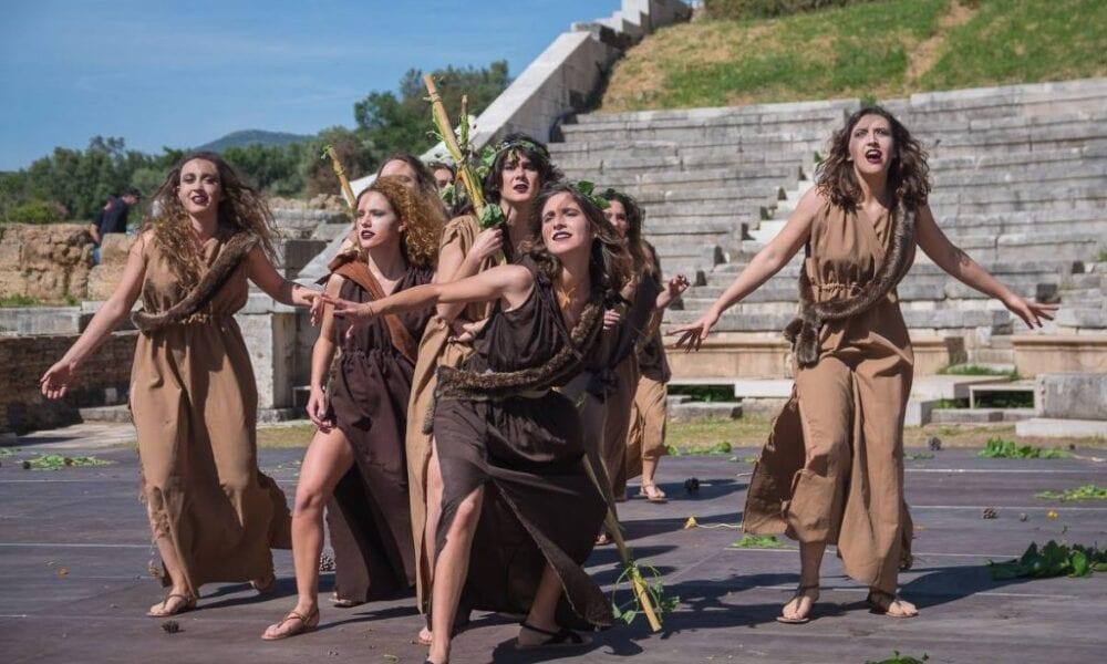 Φωτογραφία γυναικών από παράσταση στην αρχαία Μεσσήνη