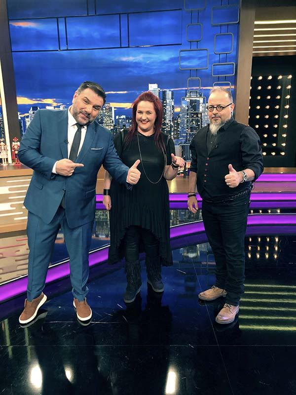 το The 2Night Show υποδεχεται τον μοναδικο πειρατή στην Ελλάδα και τους Amazing Dio και Ελίνα