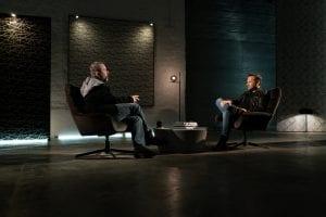 σε εικόνα οι δύο ηθοποιοί στο σημείο συνάντησης