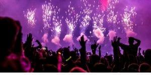 Φωτογραφία από συναυλία, το Ηνωμένο Βασίλειο ζητά στήριξη των φεστιβάλ