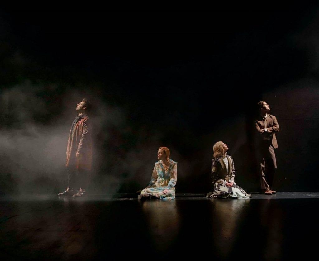 σκηνή από την παράσταση Ο Γυάλινος Κόσμος