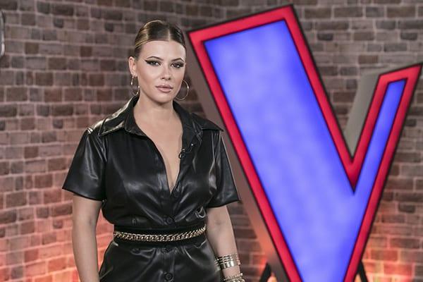 Η Λάουρα Νάργες στα backstage του The Voice of Greece