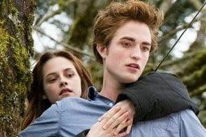 Σκηνή από το Twilight με τον Edward και την Bella στο δέντρο