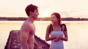 Σκηνή στην παραλία από το the last summer - εφηβικές ταινίες netflix