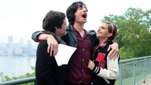 Σκηνή με τους πρωταγωνιστές αγκαλιά από το perks of being wallflorwe