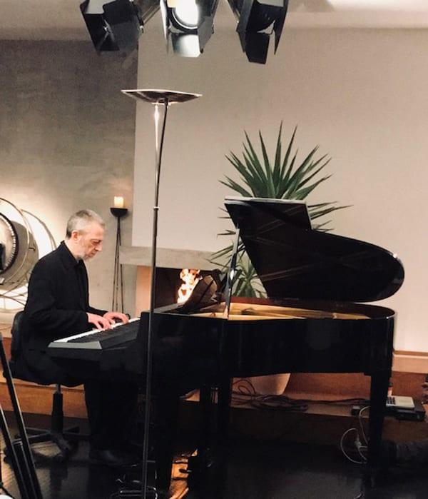 Το Ίδρυμα Β&Μ Θεοχαράκη διοργανωνει κονσέρτο live streaming με τον Τάκη Πατερέλη