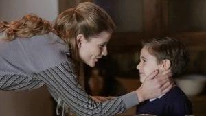 Η Δανάη Μιχαλάκη σε φωτογραφία με τον Μικρό Σέργιο στη σειρά