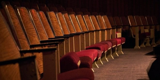 Σε εικόνα ένα θέατρο