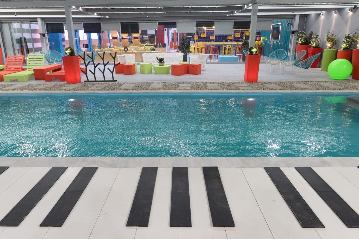 Η πισίνα και χώρος αναψυχής της μουσικής Ακαδημίας House of Fame