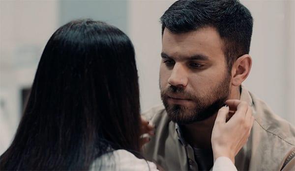 στο νέο επεισόδιο στις 22/2 στις 8 Λέξεις ο Σπύρος φιλιέται με την Αλκμήνη