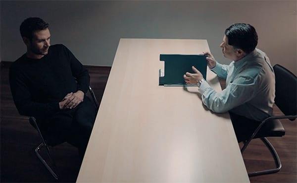 νέο επεισόδιο έρχεται στις 22/2 στις 8 Λέξεις και ο Αντωνης συλλαμβάνεται