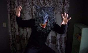 Σκηνή από το Creep μια από τις καλύτερες κωμωδίες τρόμου του Netflix