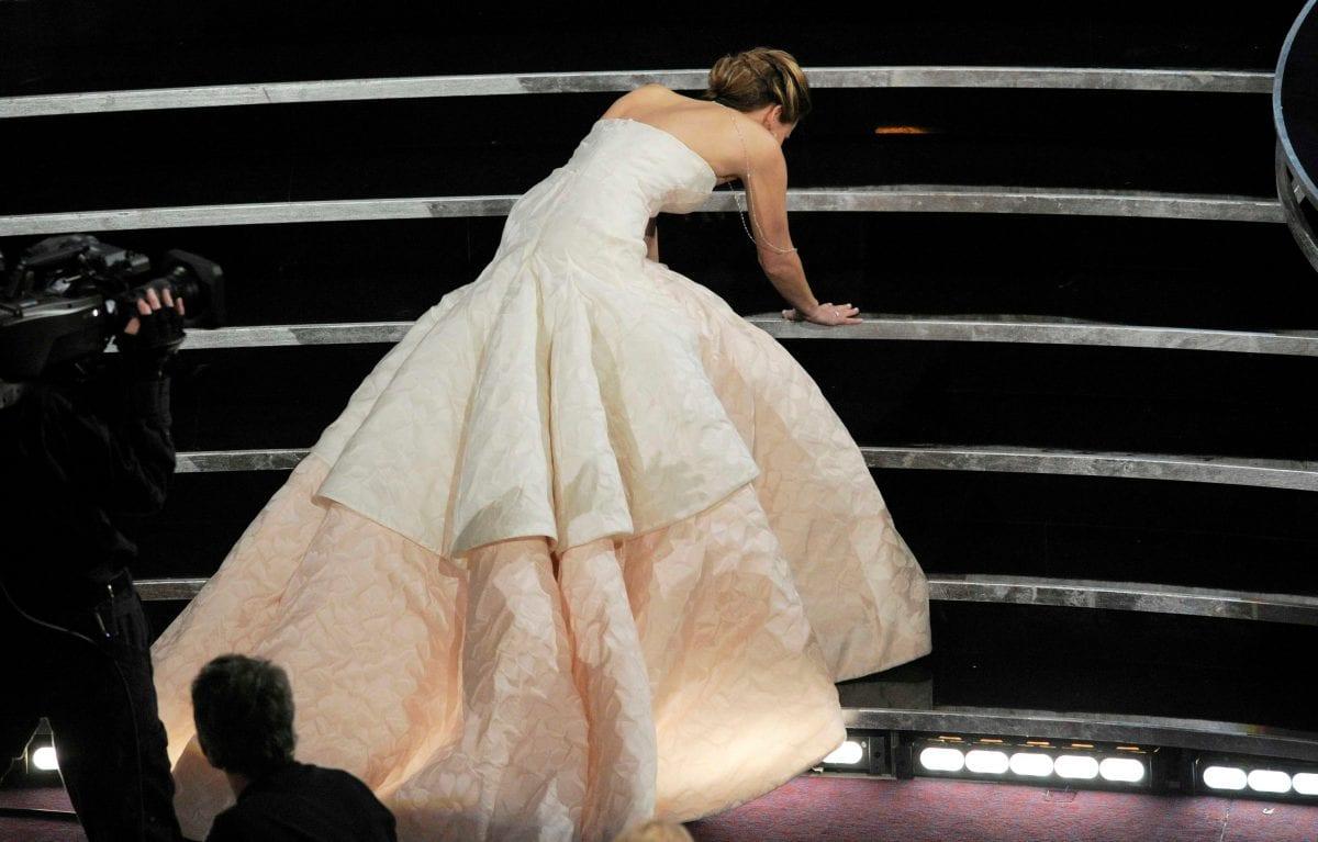 Πλάνο από την Jennifer Lawrence στην απονομή του βραβείου της στα Όσκαρ