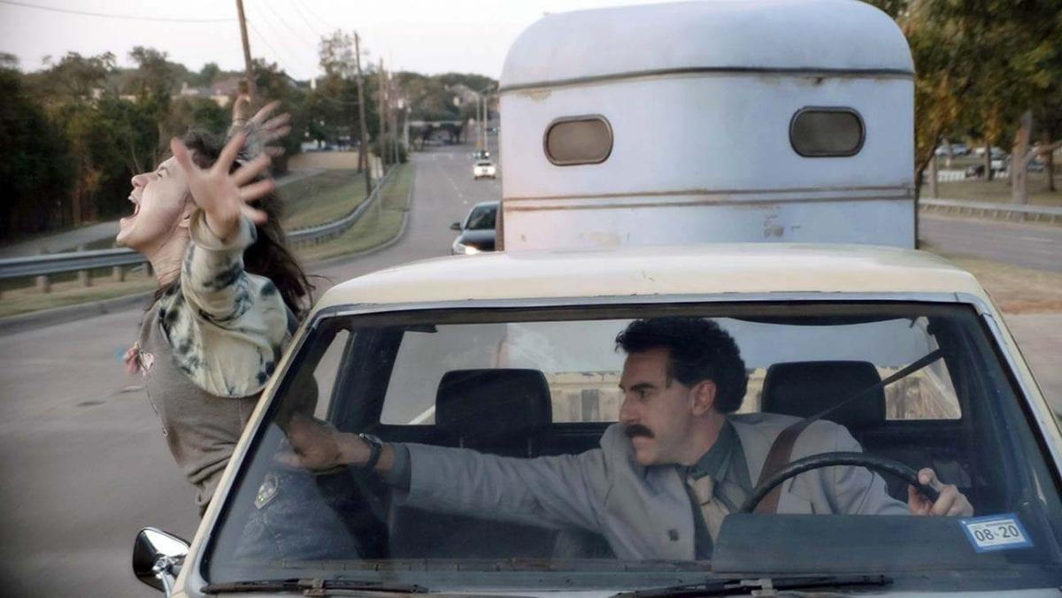 Σκηνή από την ταινία Borat 2 που είναι από τα φαβορί στις Χρυσές Σφαίρες