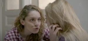 Η Μαρίνα στη σειρά Έξαψη μιλάει στην Βίκυ