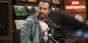 Ο Αντώνης Κανάκης σε γνωστή εκπομπή ως παρουσιαστής
