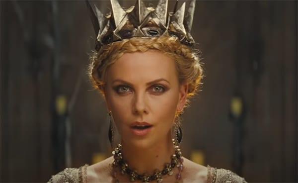 μια από τις γυναλικες κακές ηρωίδες είναι η Charlize Theron στο Snow White & The Huntsman
