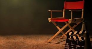 Ο Θεατρικός Οργανισμός Κύπρου σε φωτογραφία με μια καρέκλα και μια κλακέτα