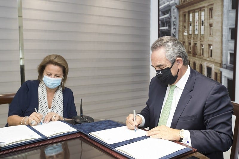 Λούκα Κατσέλη υπογραφή με ΚΕΕ για πνευματικά δικαιώματα