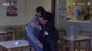 Ο Μπάμπης στην αγκαλιά του Κυριάκου